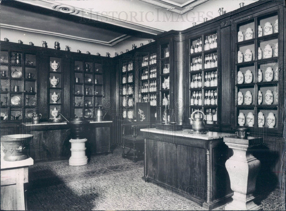 1965 Beaume France Drugstore 18th Century Style Press Photo - Historic Images