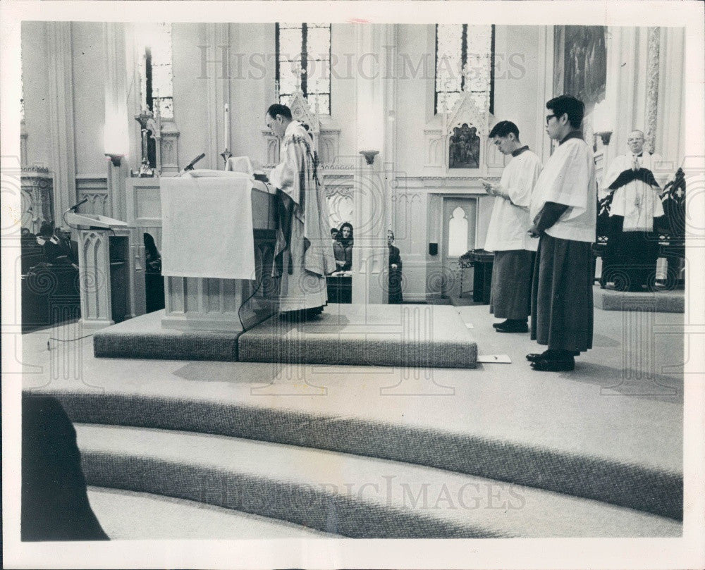 1968 San Francisco CA Chinese New Year Mass Father Joseph Wong Press Photo - Historic Images