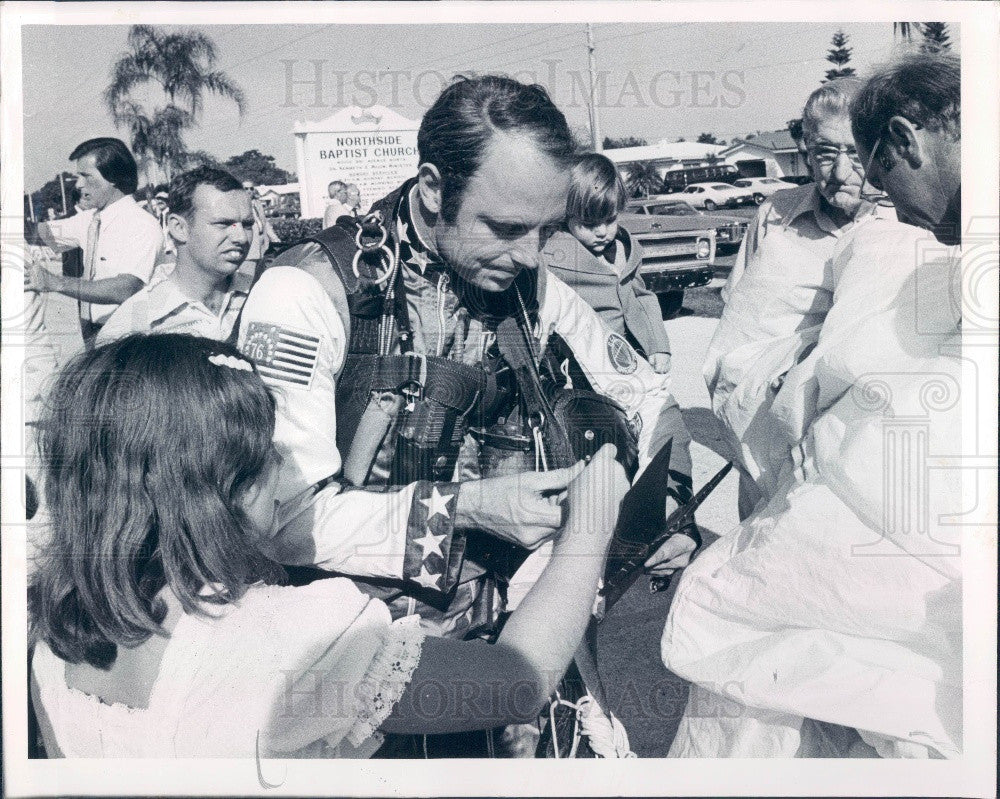 1977 St. Petersburg FL Northside Baptist Church Sky Diver Heyenbruch Press Photo - Historic Images