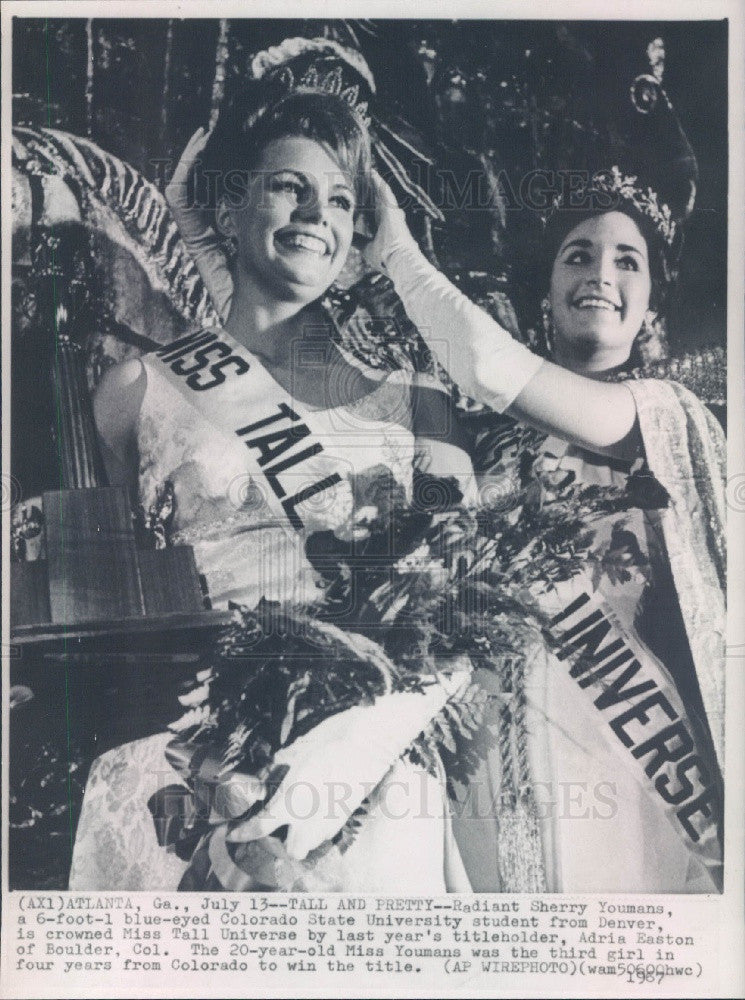 1967 Miss Tall Universe Sherry Youmans & Adria Easton Press Photo - Historic Images