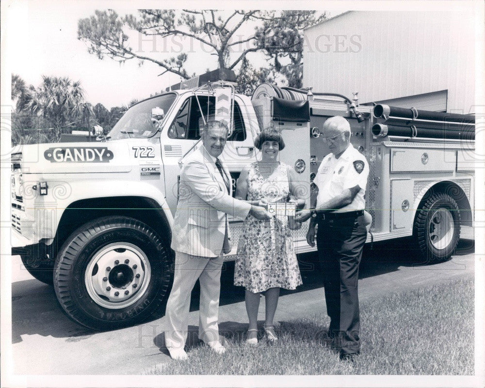 1978 Gandy Florida Mayor Corinne Freeman & Fire Chief Don Davitt Press Photo - Historic Images