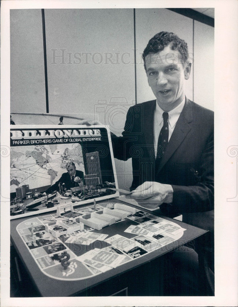 1973 Parker Brothers Billionaire Game w/ VP Everett Morss Jr Press Photo - Historic Images