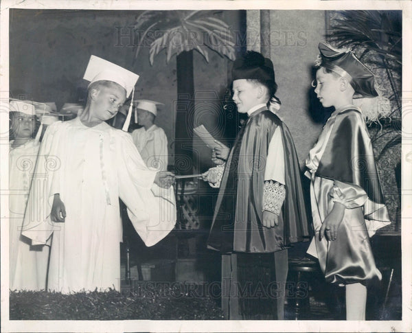 1940 Chicago IL Our Lady Of Lourdes School Kindergarten Graduation Press Photo - Historic Images