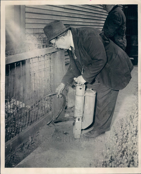 1944 Chicago, Illinois City Rat Exterminator Press Photo - Historic Images