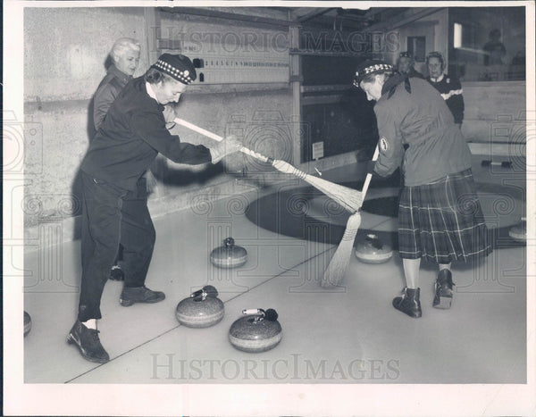 1959 Chicago, Illinois Curling Press Photo - Historic Images