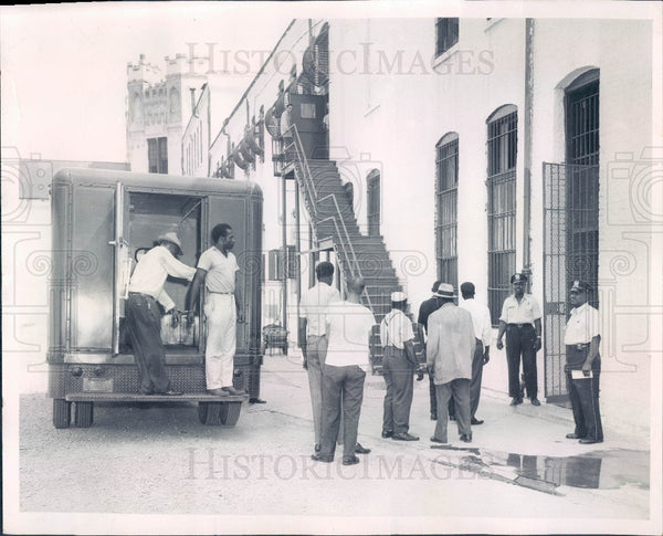 1961 Chicago, Illinois Bridewell Prison Inmates Press Photo - Historic Images