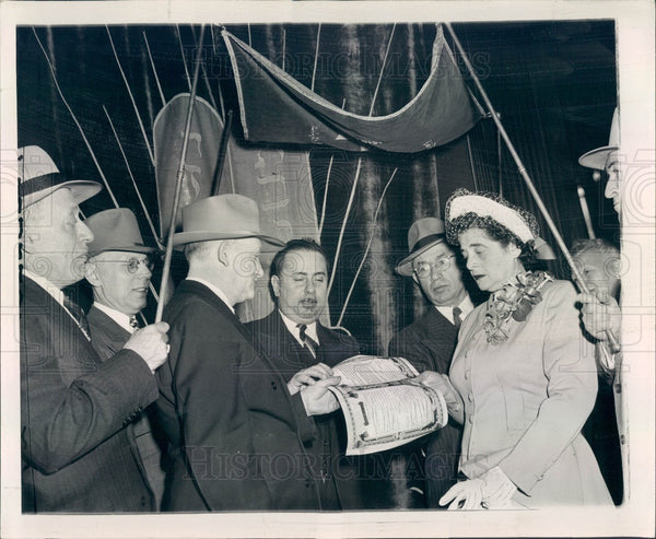 1947 Chicago, Illinois Yiddish Poet Selig Hebler Wedding Press Photo - Historic Images