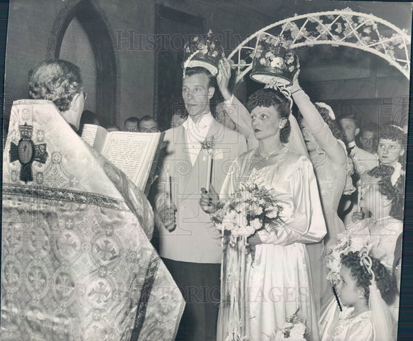 1947 Chicago, Illinois Traditional Russian Wedding Mr/Mrs Attak Press Photo - Historic Images