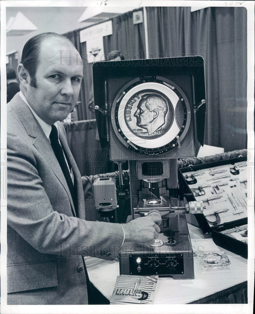 1972 Mitutoya Tools & Instruments Optical Comparator Press Photo - Historic Images