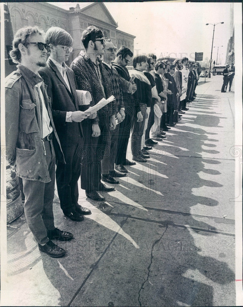 1969 Chicago, IL Seminarians Organized for Racial Justice Vigil Press Photo - Historic Images
