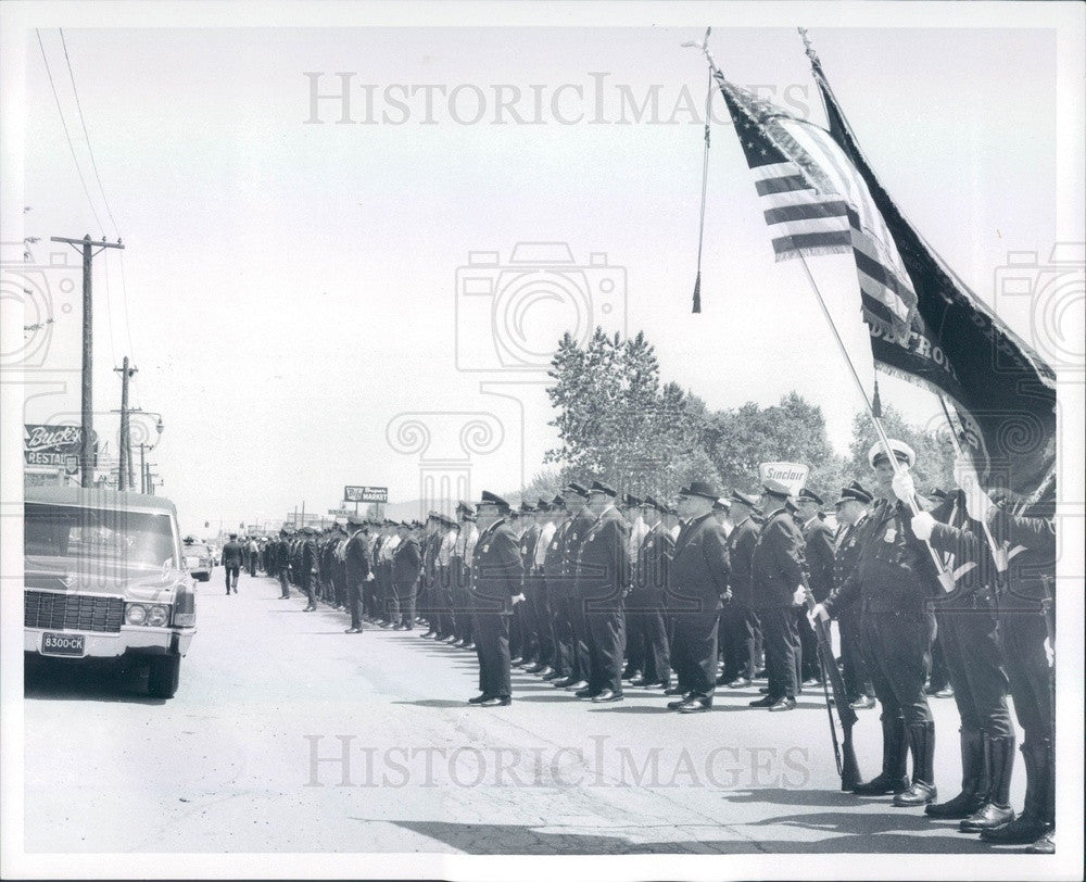 1969 Detroit, MI Slain Patrolman Carter Wells Funeral Procession Press Photo - Historic Images