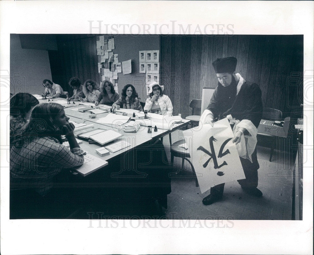 1974 St. Petersburg FL Eckerd College Chinese Calligraphy Instructor Press Photo - Historic Images