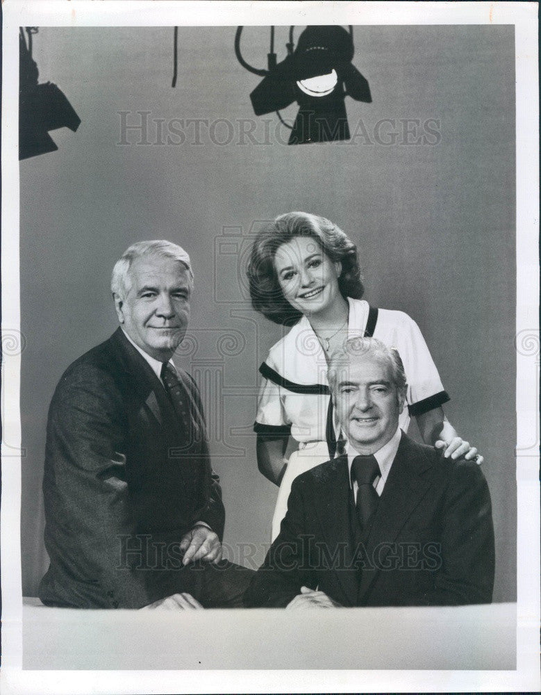 1976 ABC News Anchors Harry Reasoner, Barbara Walters, Howard Smith Press Photo - Historic Images