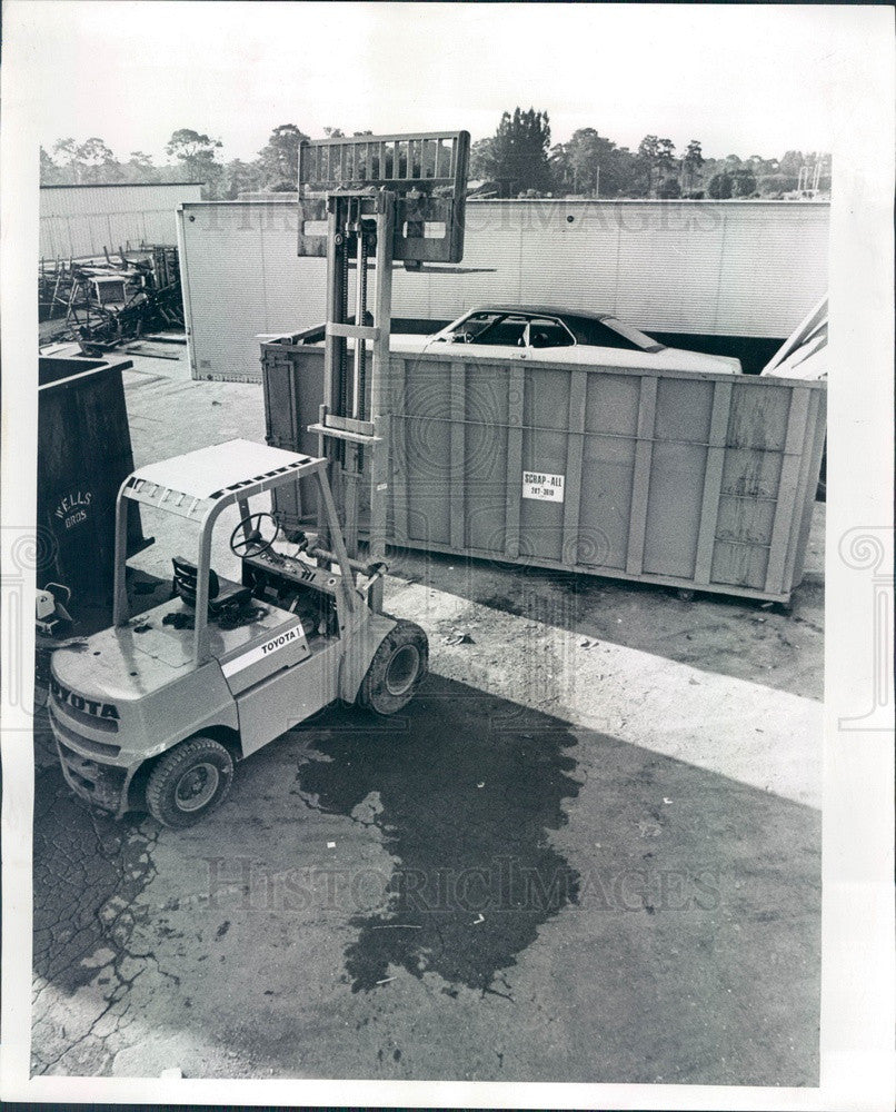 1977 Clearwater, Florida Car in Dumpster Press Photo - Historic Images