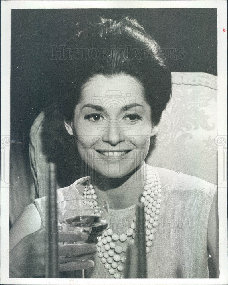 1965 Singer & Actress Carol Lawrence Press Photo - Historic Images