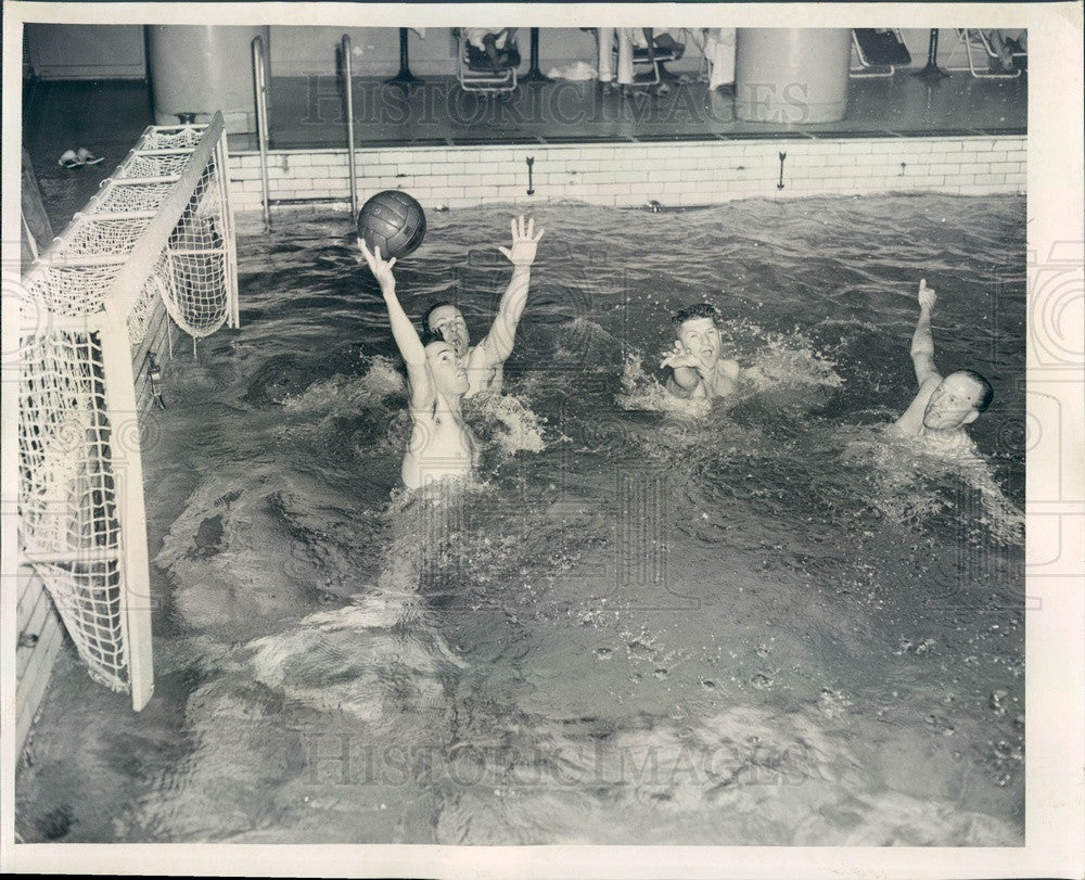 1952 Chicago, Illinois Athletic Club Water Polo Team Press Photo - Historic Images