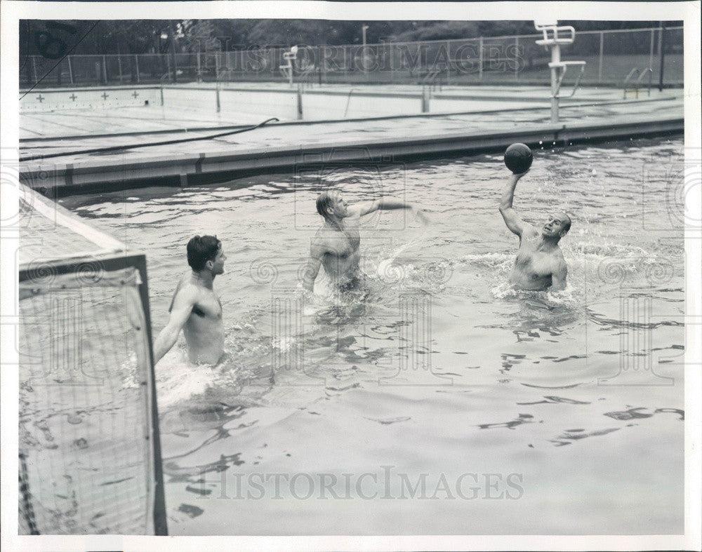 1950 Chicago, Illinois Athletic Club Water Polo Team Press Photo - Historic Images