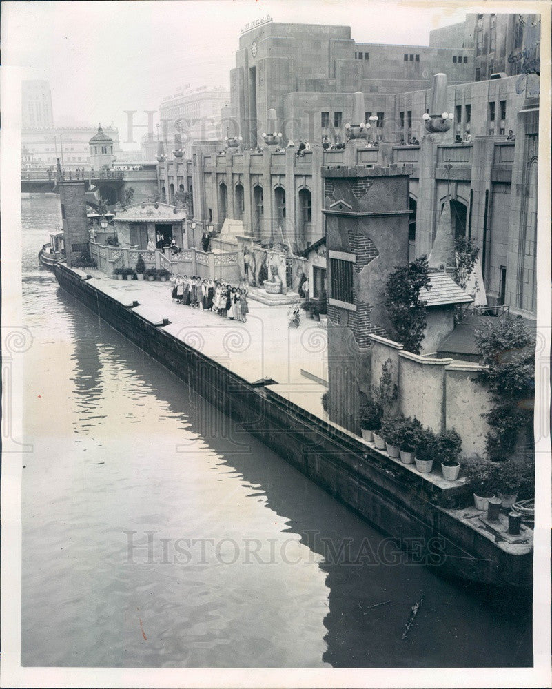 1960 Chicago, IL Intl Trade Fair Barge Carrying Beauty Queens Press Photo - Historic Images