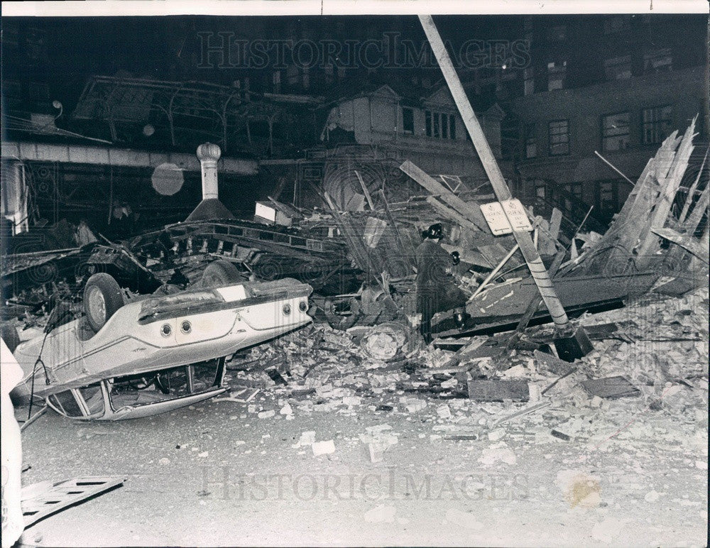 1968 Chicago, Illinois Building Explosion near Federal & Van Buren Press Photo - Historic Images
