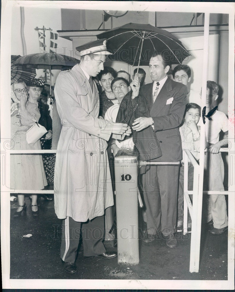 1950 Illinois Chicago Fair of 1950 Entrance on Opening Day 1st Guest Press Photo - Historic Images