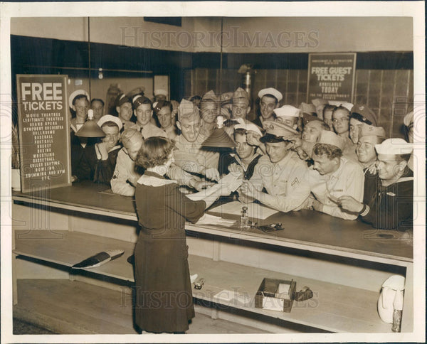 1943 Chicago, Illinois Service Men's Center, Free Tickets Press Photo - Historic Images