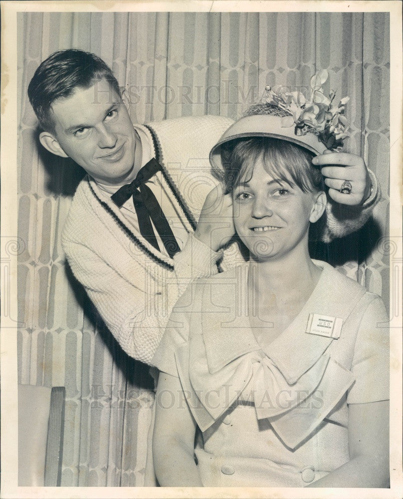 1965 Chicago, Illinois Service Men's Center Easter Hat Contest Press Photo - Historic Images