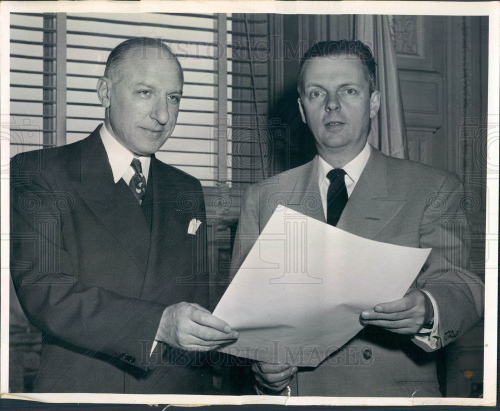 1953 Illinois Civil Defense Director Robert Woodward & Gov Stratton Press Photo - Historic Images