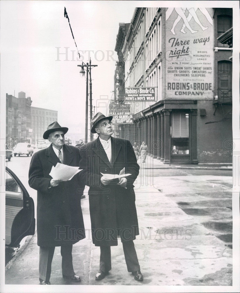 1955 Detroit, Michigan Urban Land Institute Members on W Jefferson Press Photo - Historic Images
