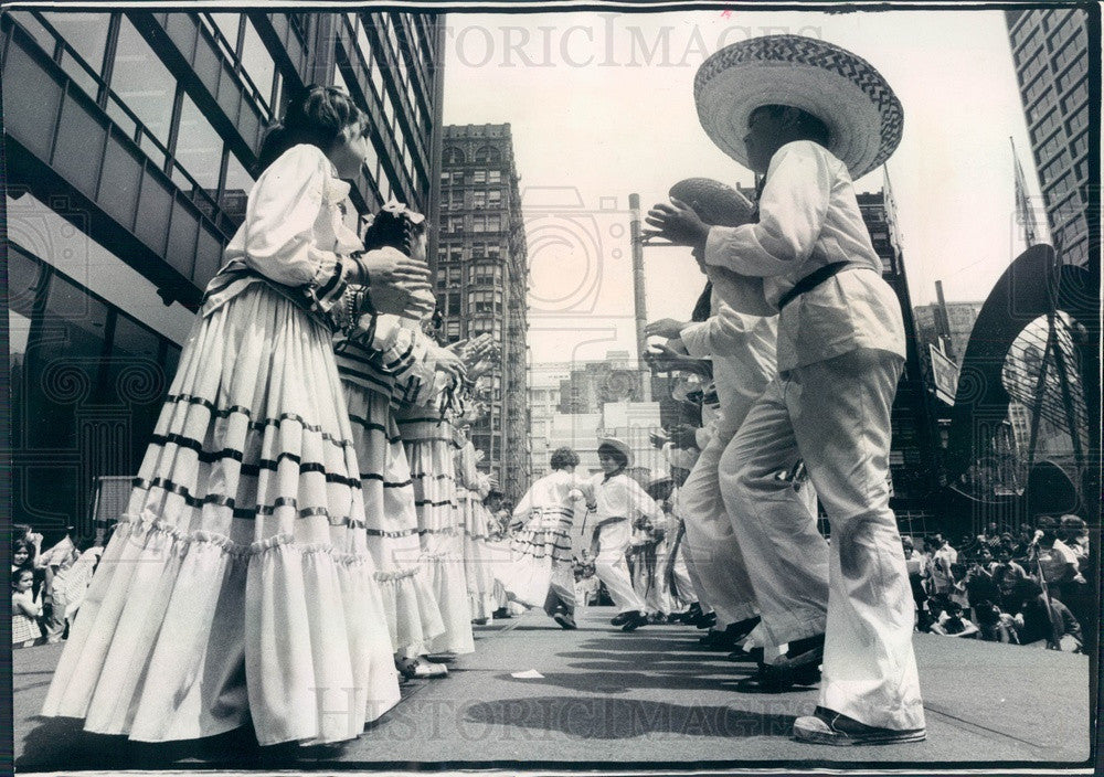 1975 Chicago, Illinois Bilingual-Bicultural Fine Arts Expo Press Photo - Historic Images