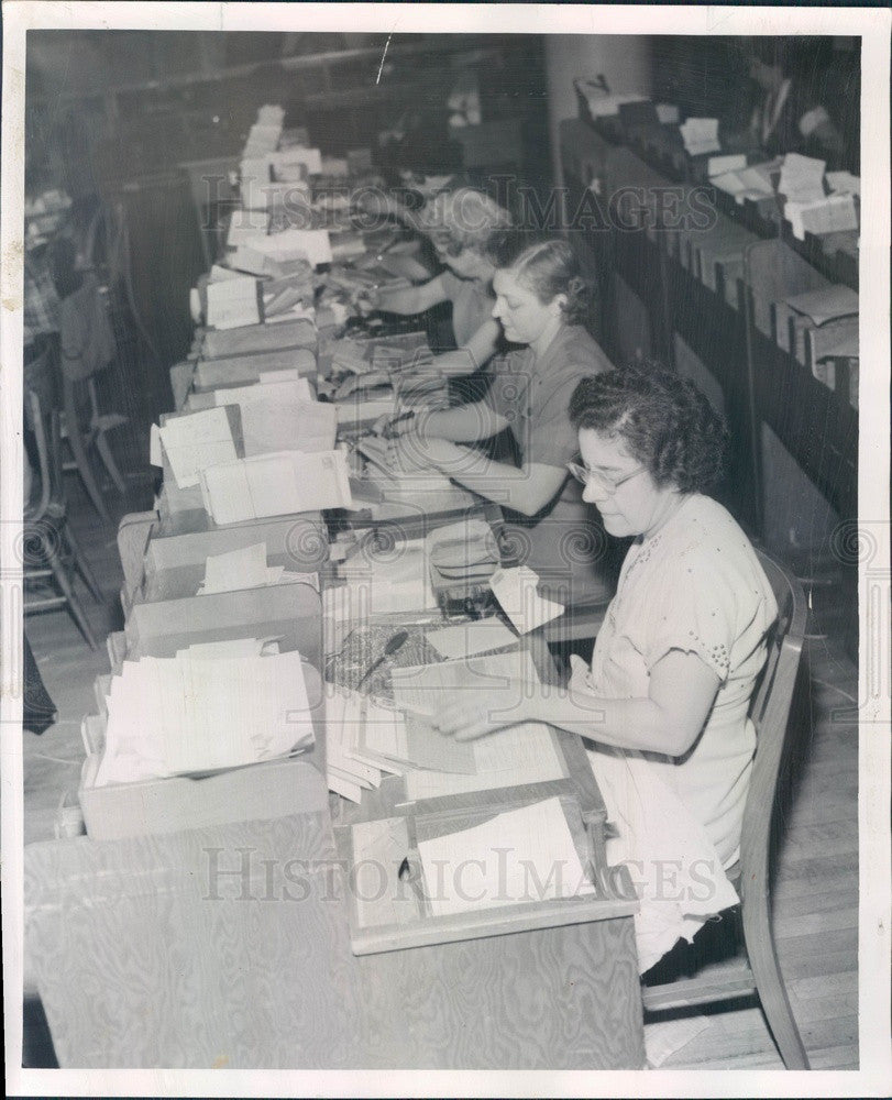 1952 Chicago, Illinois Sears Roebuck Mailroom Press Photo - Historic Images