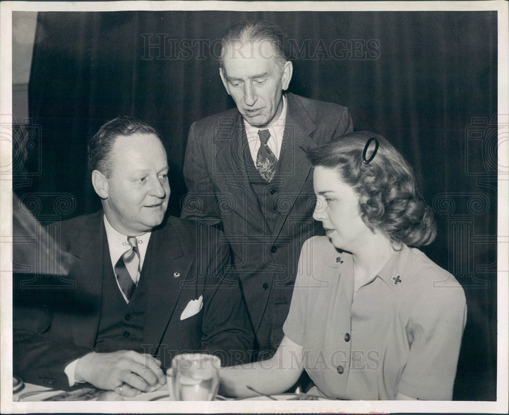 1946 Detroit, Michigan Mayor Jefferies & Red Cross Campaign Chairman Press Photo - Historic Images