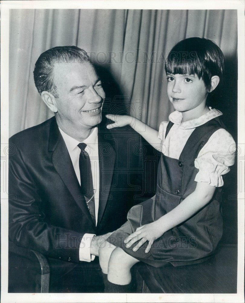 1969 Chicago, Illinois Sheriff Joseph Woods & Daughter Rosemary Press Photo - Historic Images