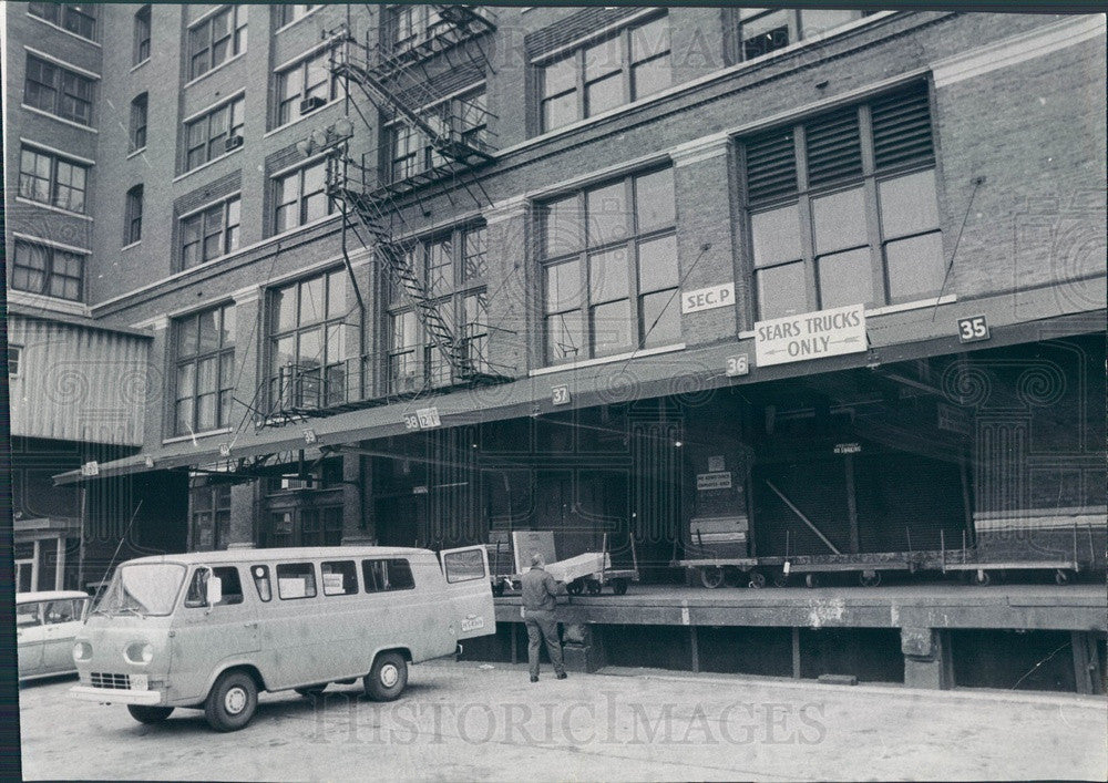 1967 Chicago, Illinois Sears Roebuck Empty Dock During Truck Strike Press Photo - Historic Images