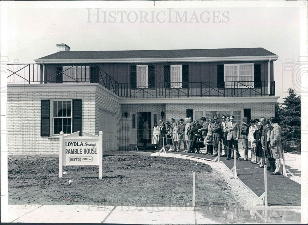 1972 Wilmette, IL House for Loyola Academy Auction in Deerfield Press Photo - Historic Images