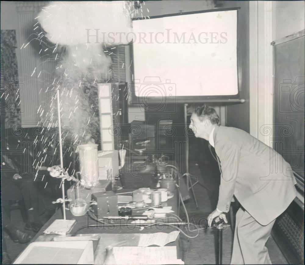 1958 Chicago, Illinois Fire Hazard Demonstration Press Photo - Historic Images