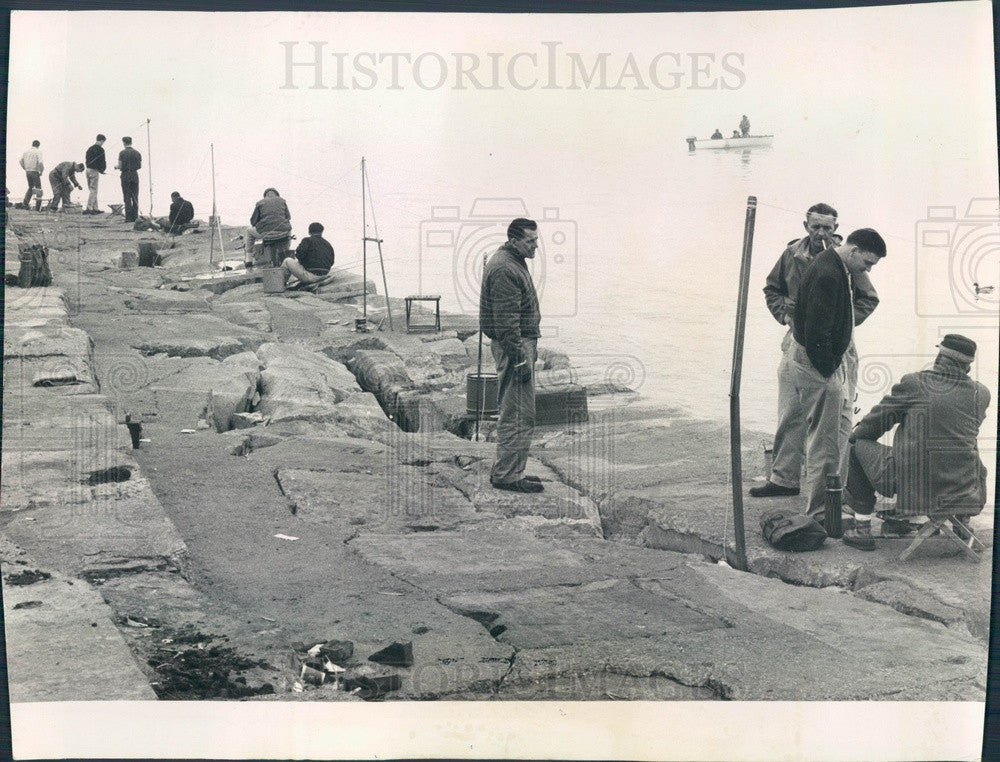 1961 Chicago, Illinois Fishermen 53rd Street & Lake Press Photo - Historic Images