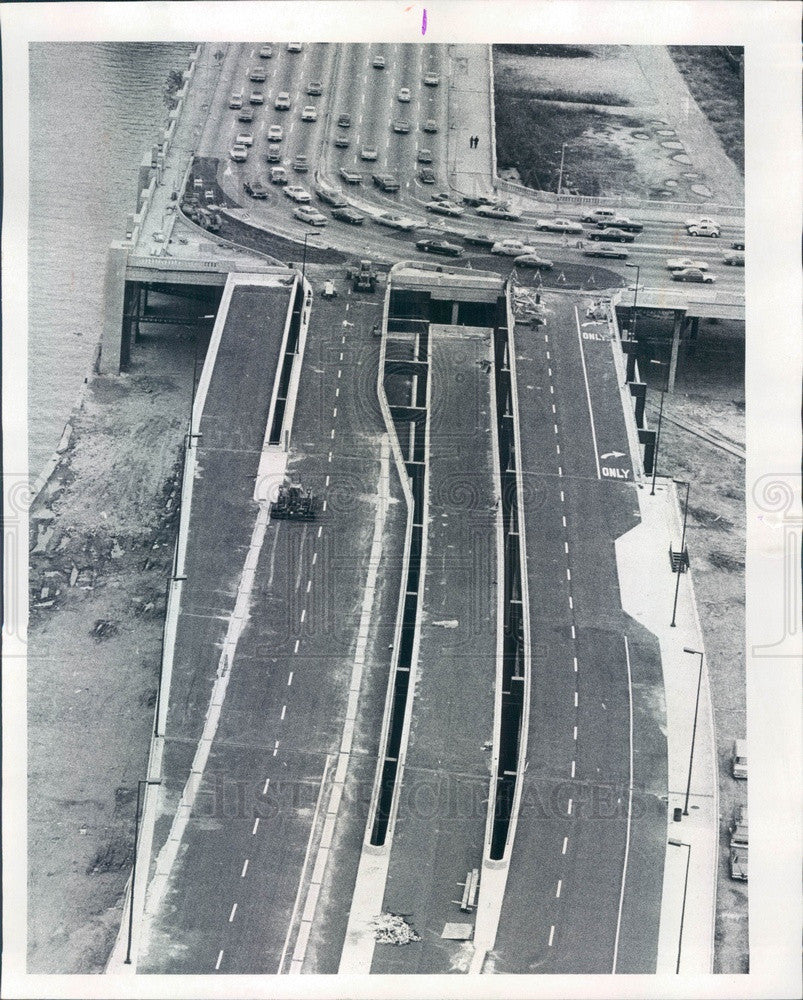 1975 Chicago, Illinois Wacker Drive Extension Finishing Touches Press Photo - Historic Images