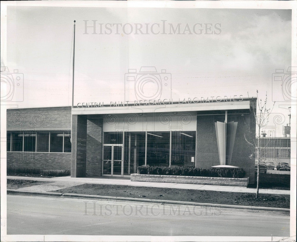 1955 Chicago, Illinois Sears Roebuck Central Paint Research Lab Press Photo - Historic Images