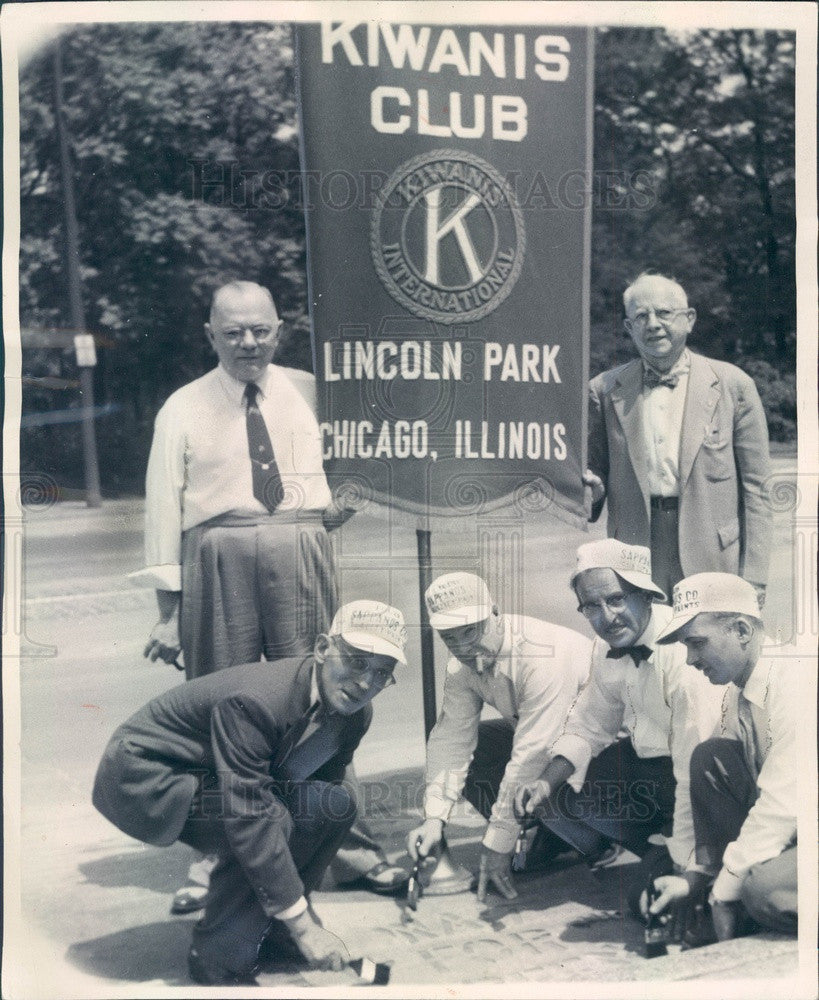 1953 Chicago, Illinois Lincoln Park Kiwanis Club Safety Message Press Photo - Historic Images