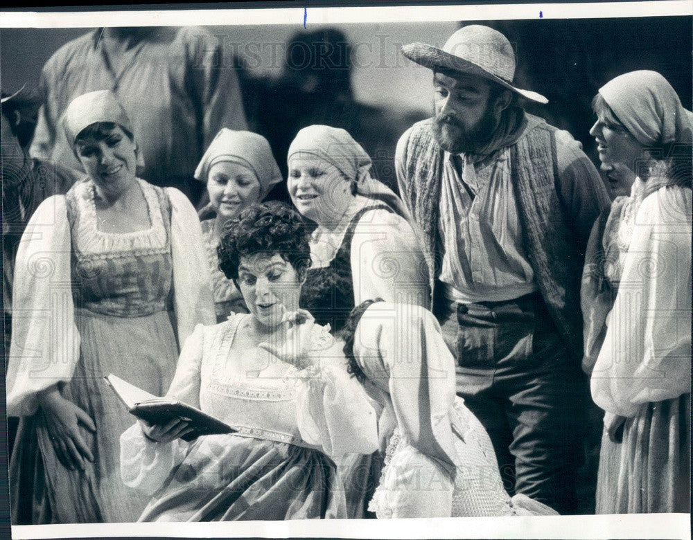 1977 Opera Tenor Luciano Pavarotti in L'Elisir d'Amore Press Photo - Historic Images