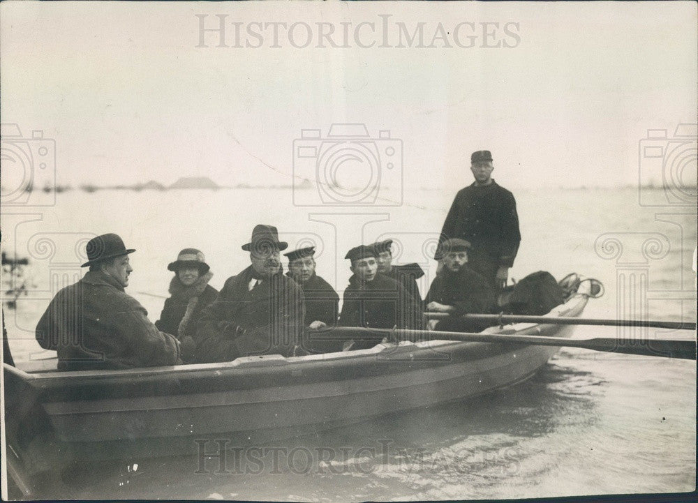 1928 Holland Queen Wilhelmina & Prince Consort Visiting Flood Area Press Photo - Historic Images