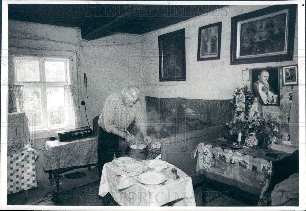 1989 Polish Farmer Prepares Lunch Near Family Shrine Press Photo - Historic Images