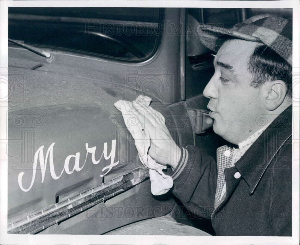 1956 Detroit, Michigan Peddler James Rizzo Polishing Mary Press Photo - Historic Images