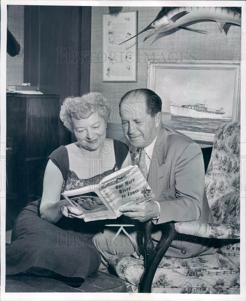 1955 Author Winalee Gentry & Husband Howard Press Photo - Historic Images