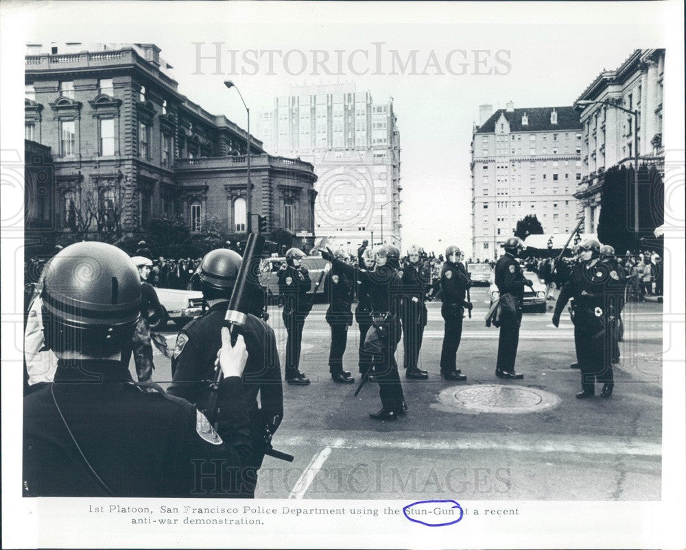 1971 San Francisco, CA PD Using Stun Gun in Anti-War Demonstration Press Photo - Historic Images