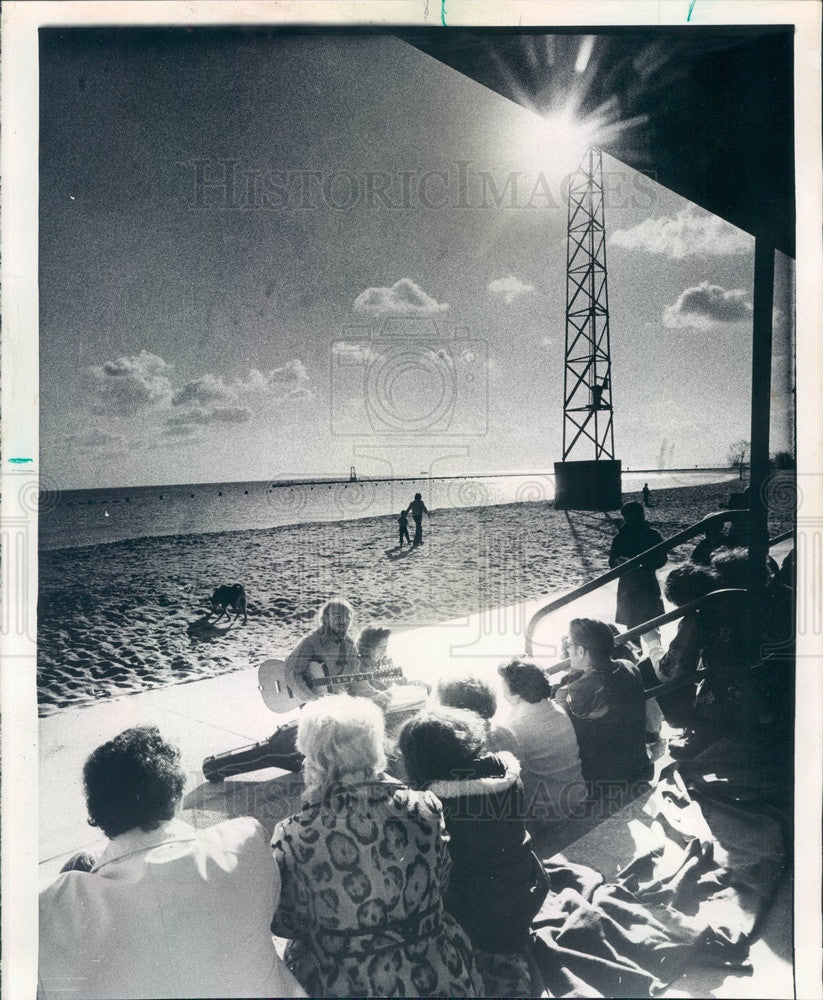 1974 Chicago, Illinois North Avenue Beach Easter Sunrise Service Press Photo - Historic Images