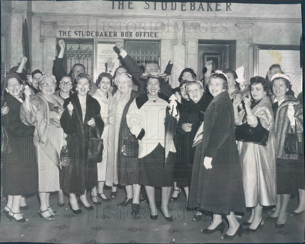 1959 Chicago, Illinois Studebaker Theatre Crowd Press Photo - Historic Images