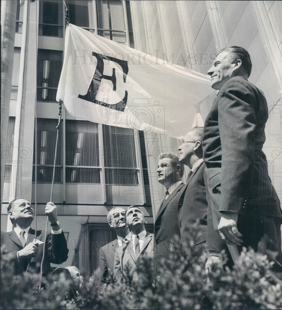 1962 Chicago, Illinois Assn of Commerce E Flag Press Photo - Historic Images