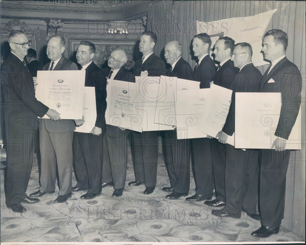 1963 Chicago, IL Businessmen Receive President Kennedy E Award Press Photo - Historic Images