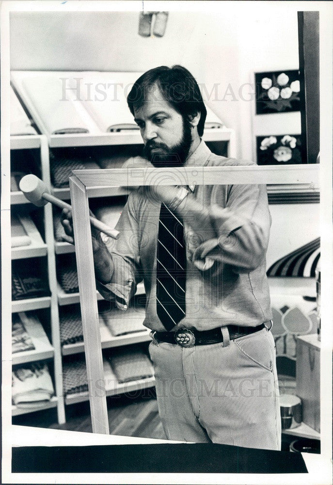 1978 Chicago, IL Mike Lynch of Domus Store Makes Fabric Wall Hanging Press Photo - Historic Images